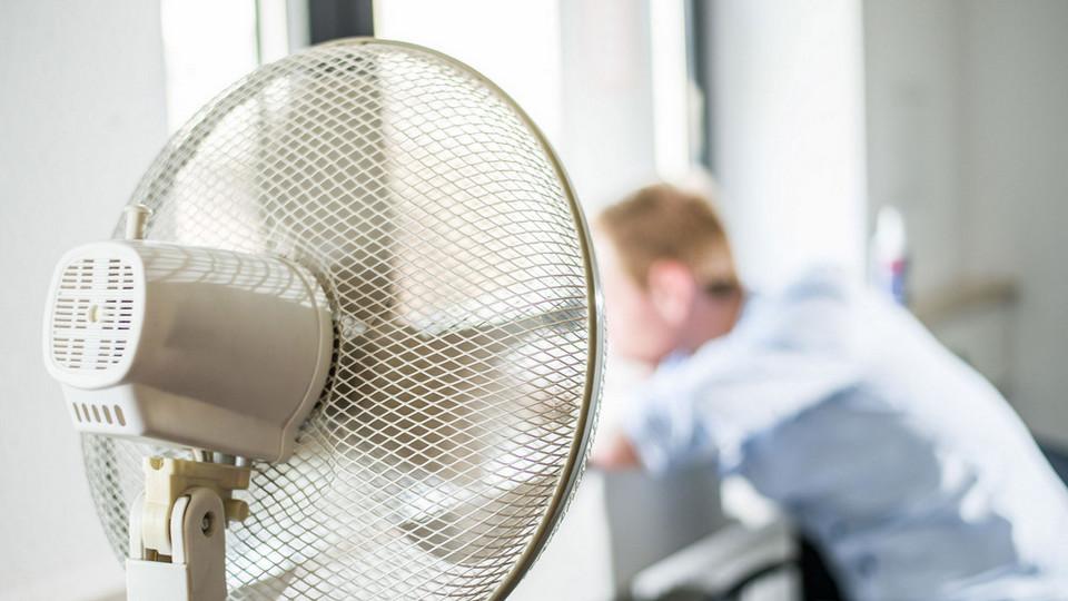 Роспотребнадзор советует сокращать рабочий день при жаре