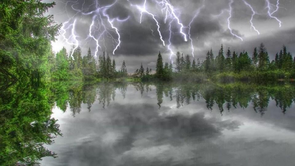МЧС предупреждает о грозах и сильном ветре в Свердловской области