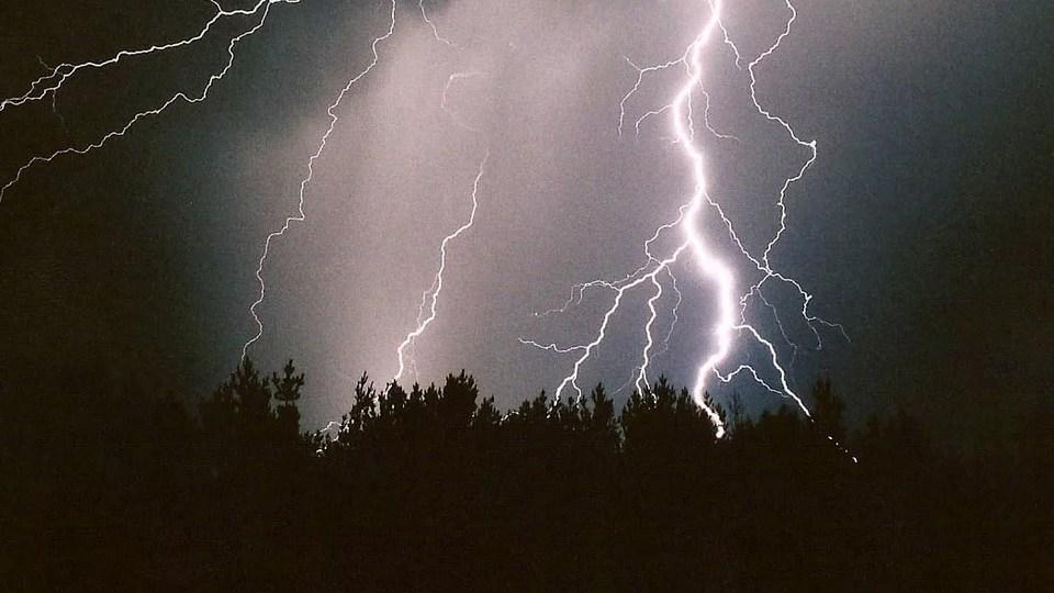 На Свердловскую область надвигаются ливни с грозами и сильный ветер