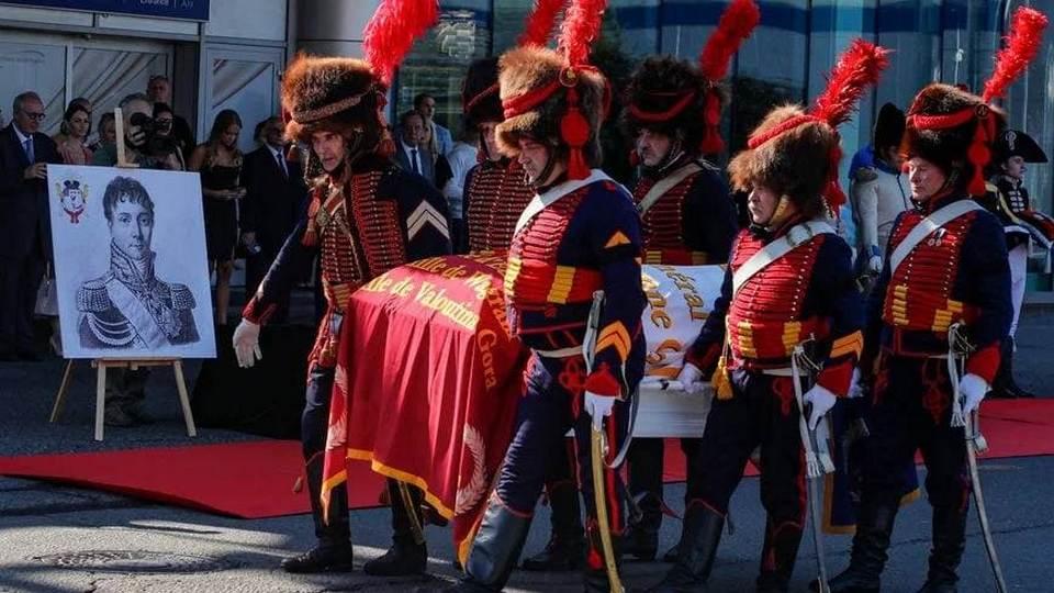 Останки французского генерала Шарля Этьена Гюдена доставили из России в Париж