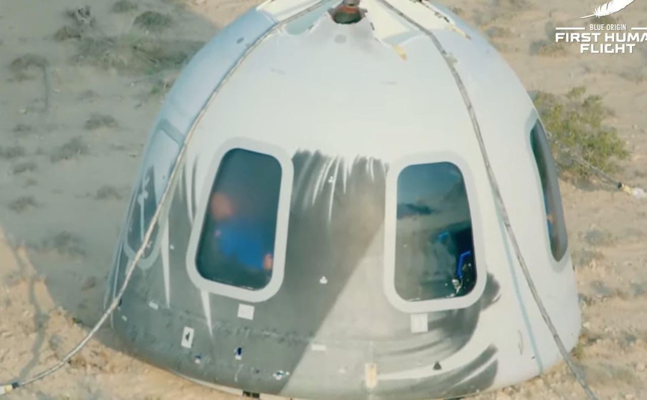 Туристический космический корабль стартовал с площадки в Техасе
