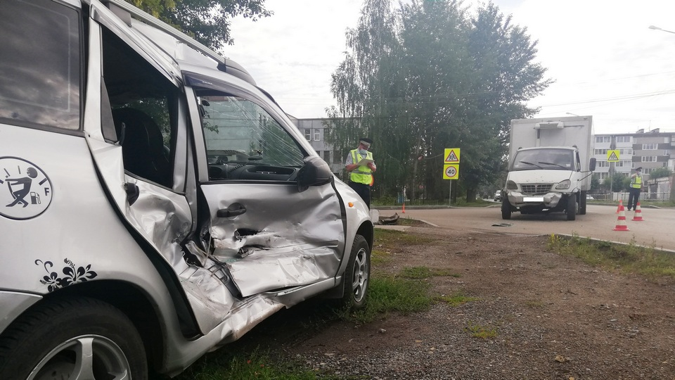 Женщина за рулем легковушки пострадала в ДТП на перекрестке Мичурина - Павлова