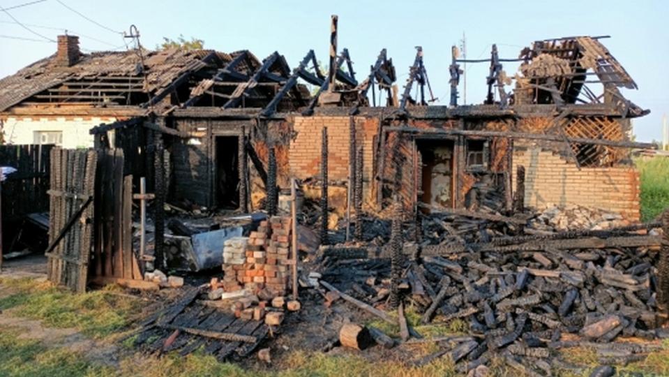 Трое взрослых и двое детей погибли при пожаре в селе под Курганом