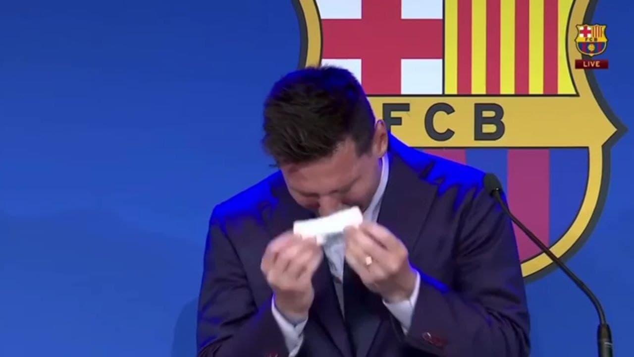 """Лионель Месси заплакал во время прощальной пресс-конференции в """"Барселоне"""""""