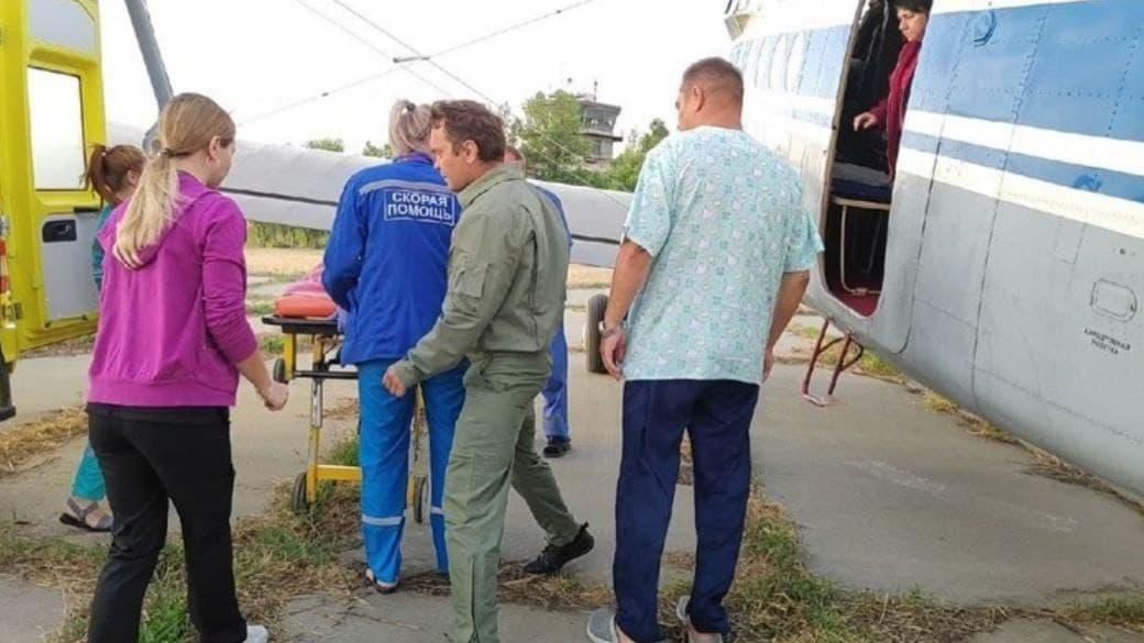 Трёхлетнюю девочку, у которой погибла вся семья в ДТП под Саратовым, доставили на Урал