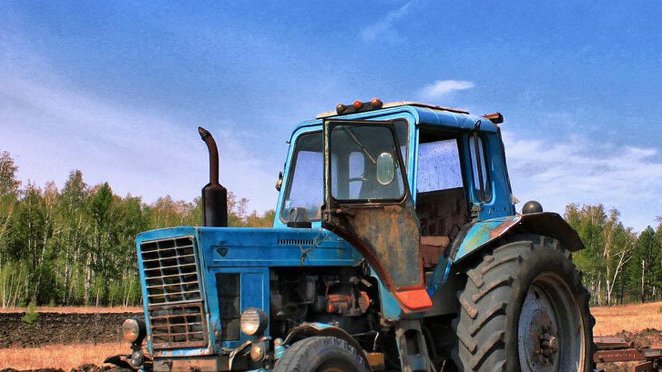 2,5 года колонии присудили мужчине, который на тракторе сбил насмерть двоих человек