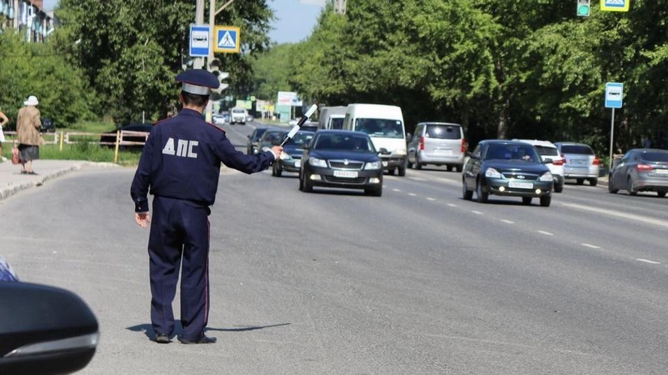 Почти 900 нарушений ПДД пресекли за несколько дней сотрудники ГИБДД Каменска- Уральского