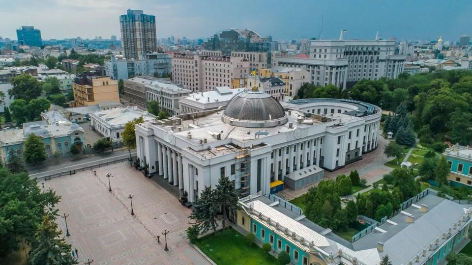 Верховная рада Украины приняла закон об олигархах