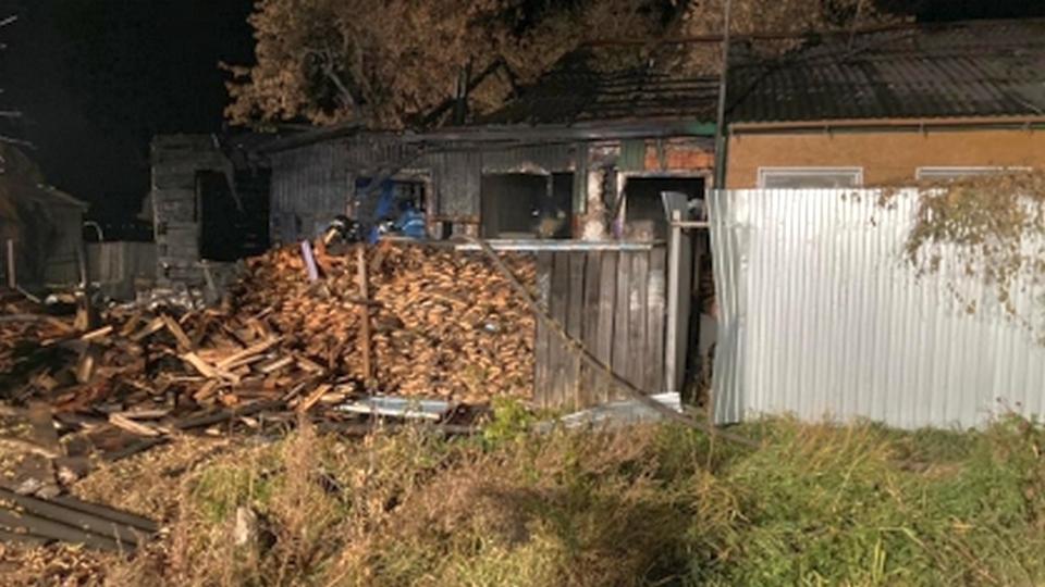 Четверо взрослых и двое детей погибли при пожаре в Кургане