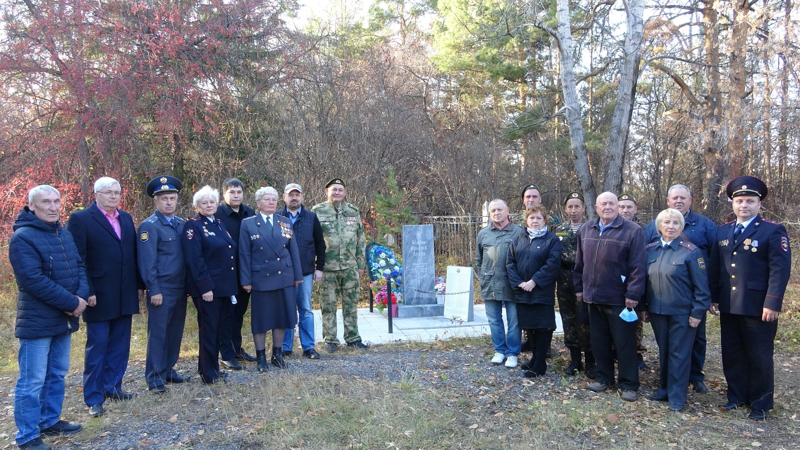 В Каменске-Уральском установили памятники полицейским, погибшим при исполнении