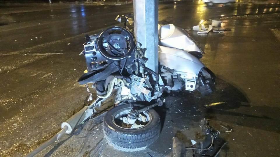В Екатеринбурге два человека пострадали в ДТП со столбом