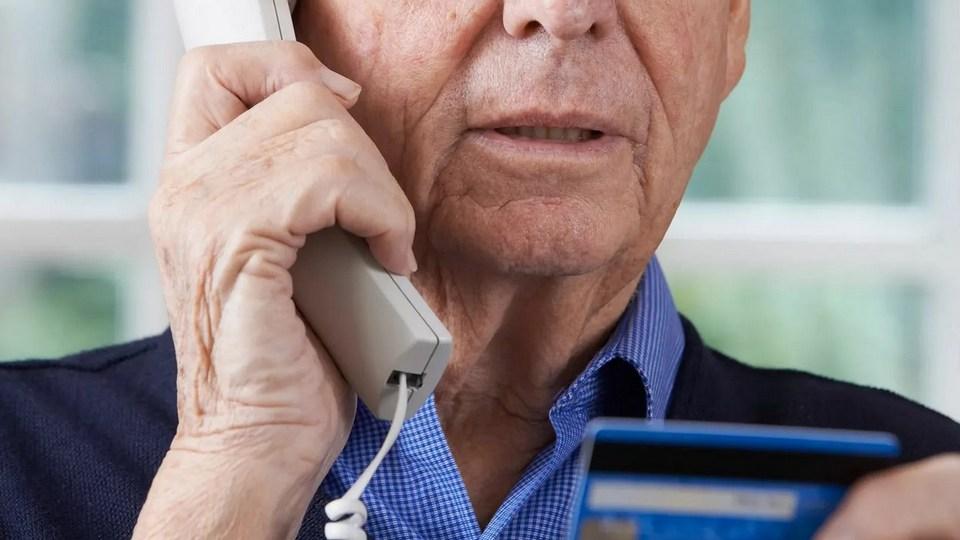 В Каменске-Уральском мошенники обманули пенсионера, представившись силовиками